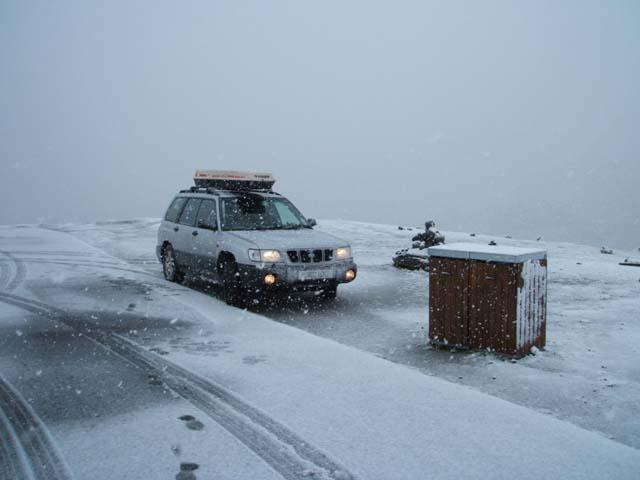 096trollstigen_snow1.jpg