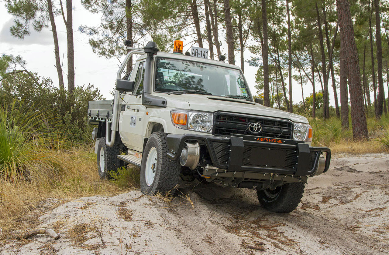 1280px-Land_cruiser_hyrail_conversion.jpg