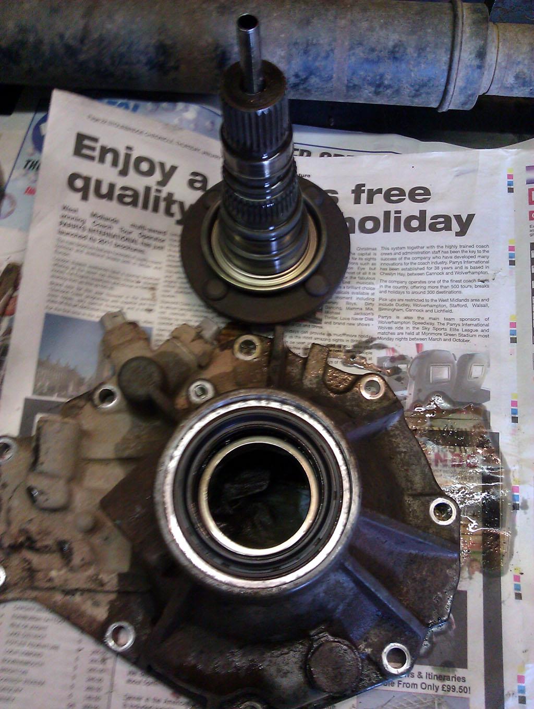 Transfer box rear oil seal change | Land Cruiser Club
